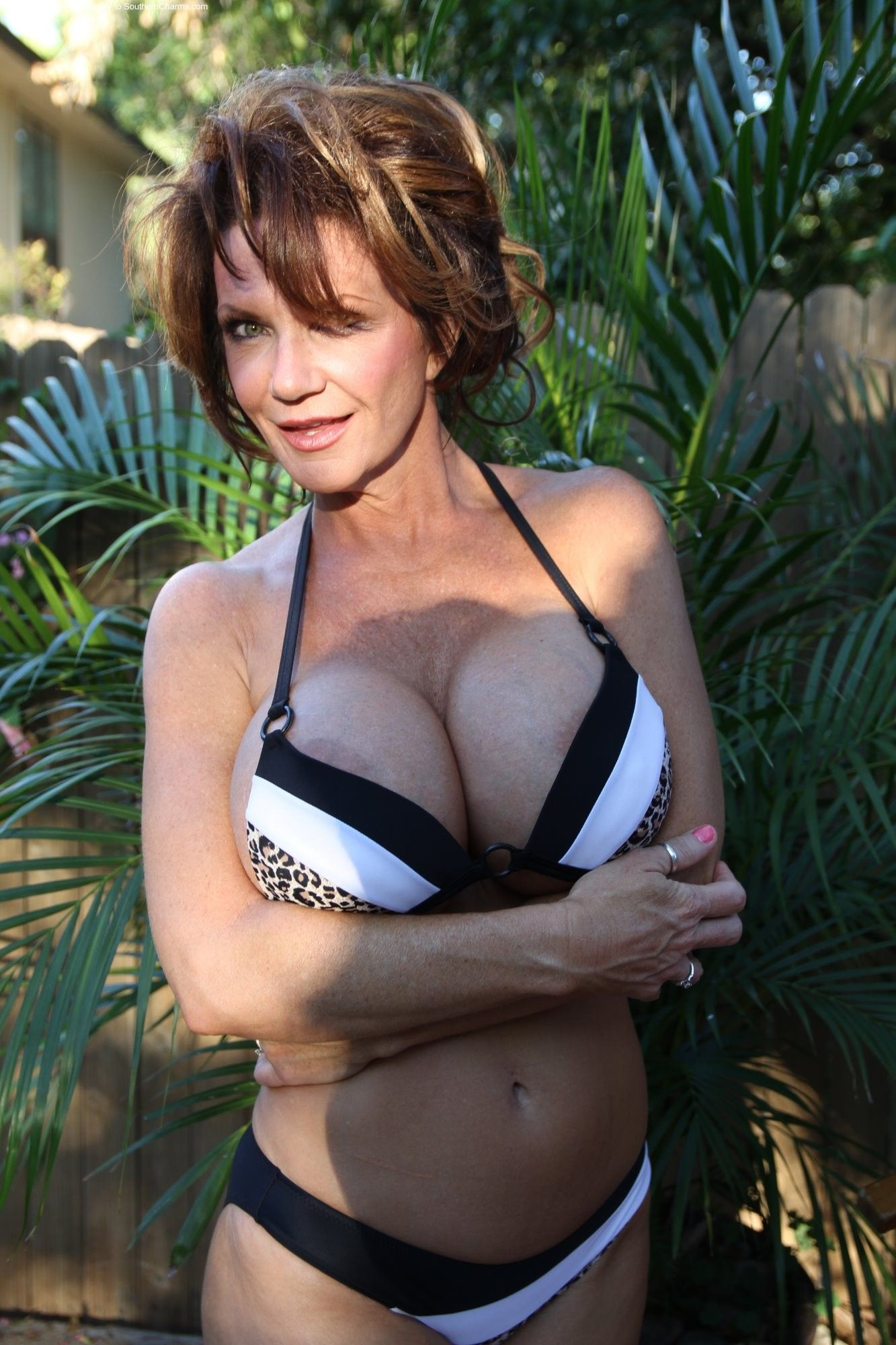 Mature pornstar Deauxma presents her awesome-looking big boobies № 597541 бесплатно