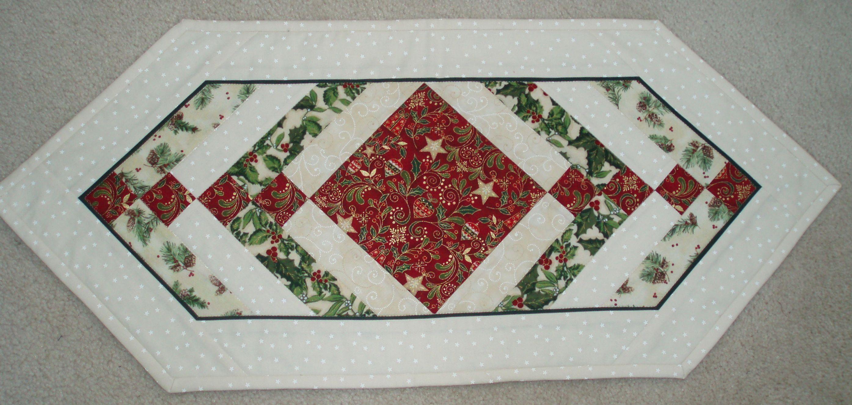 Christmas table runner quilt ideas pinterest