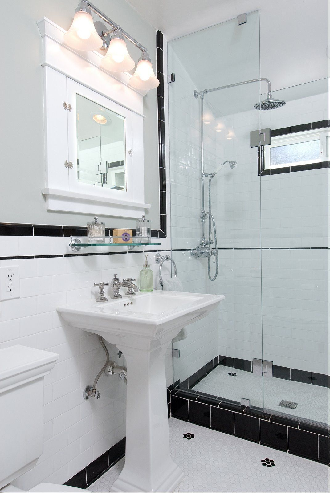 Vintage black and white ny bathroom bathrooms pinterest for 1920s bathroom designs