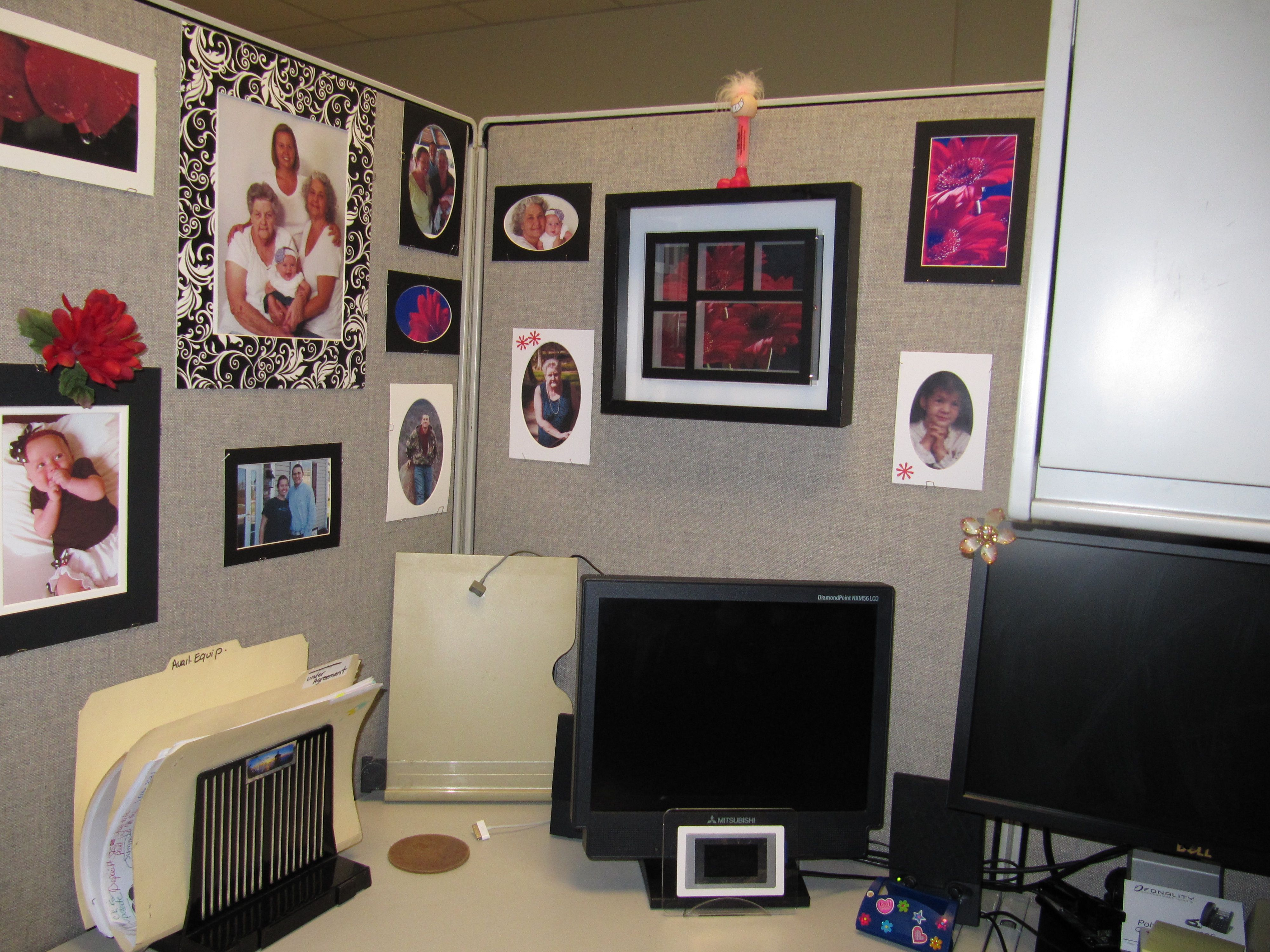 Decorating cubicles work baby pinterest for Decorating your cubicle