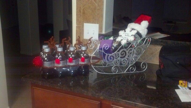 Secret santa gift decorating ideas crafts pinterest for Secret santa craft ideas
