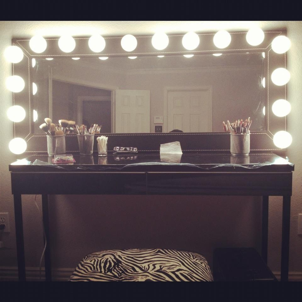 Ideas For Vanity Lights : DIY Makeup Vanity. Decorations and Creations Pinterest