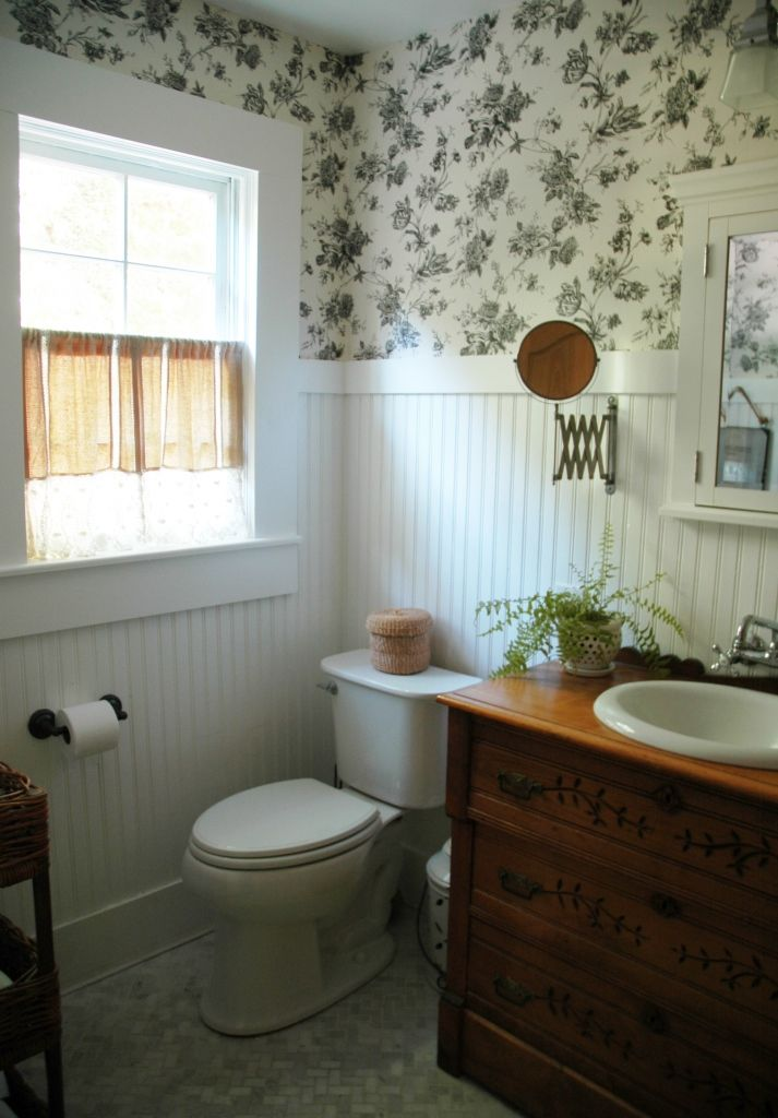 Country style bathroom beadboard black white wall for Dark bathroom wallpaper