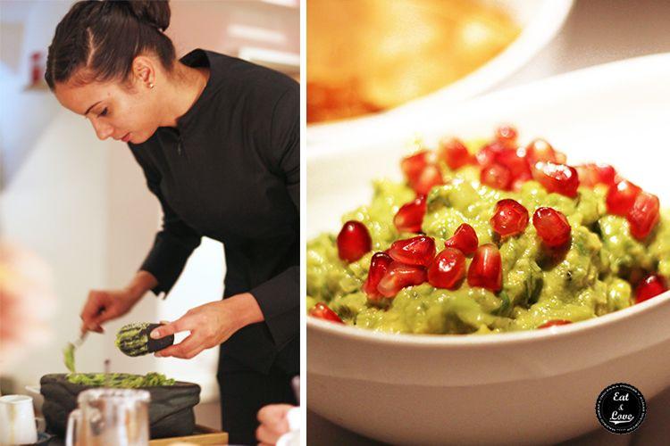 Guacamole preparado en la mesa - Restaurante mexicano Punto MX Madrid
