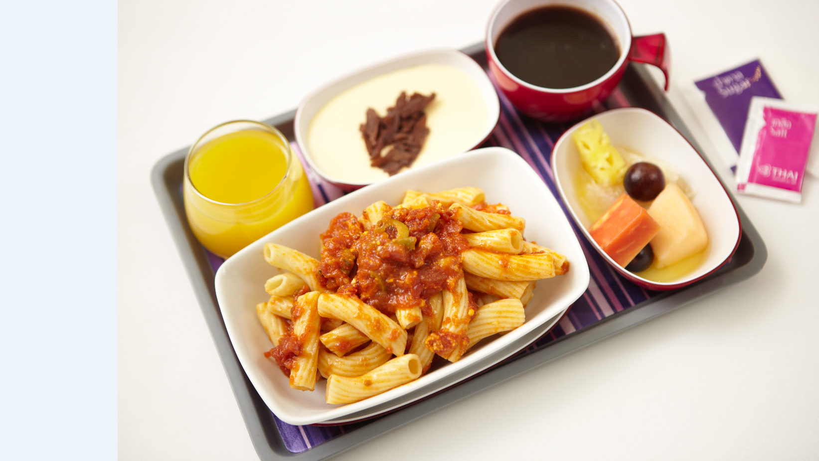 Food on board thai airways thai airways catering pinterest for Air thai cuisine