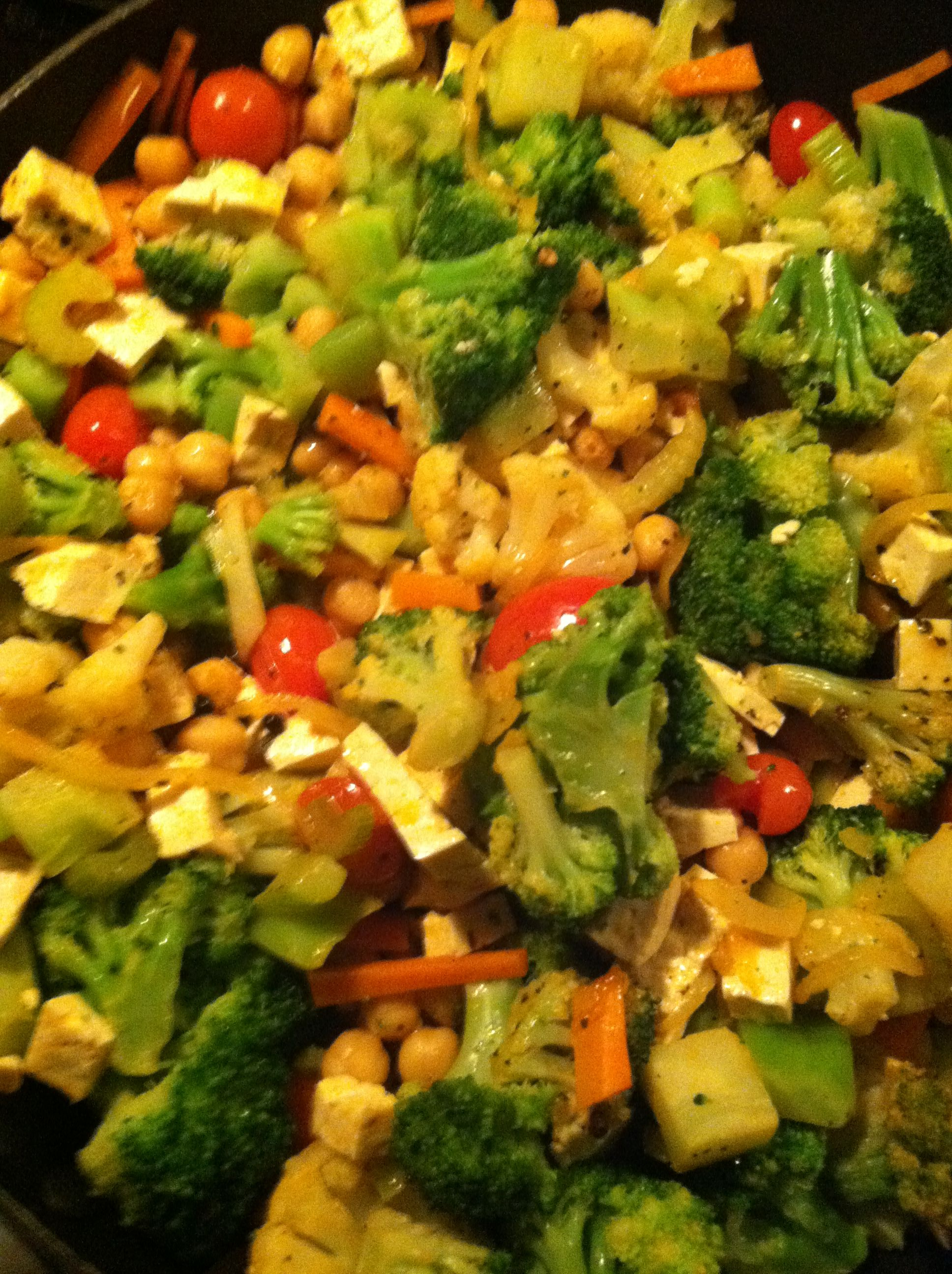 Spicy Thai tofu garbanzo stir fry | Healthy Eating | Pinterest