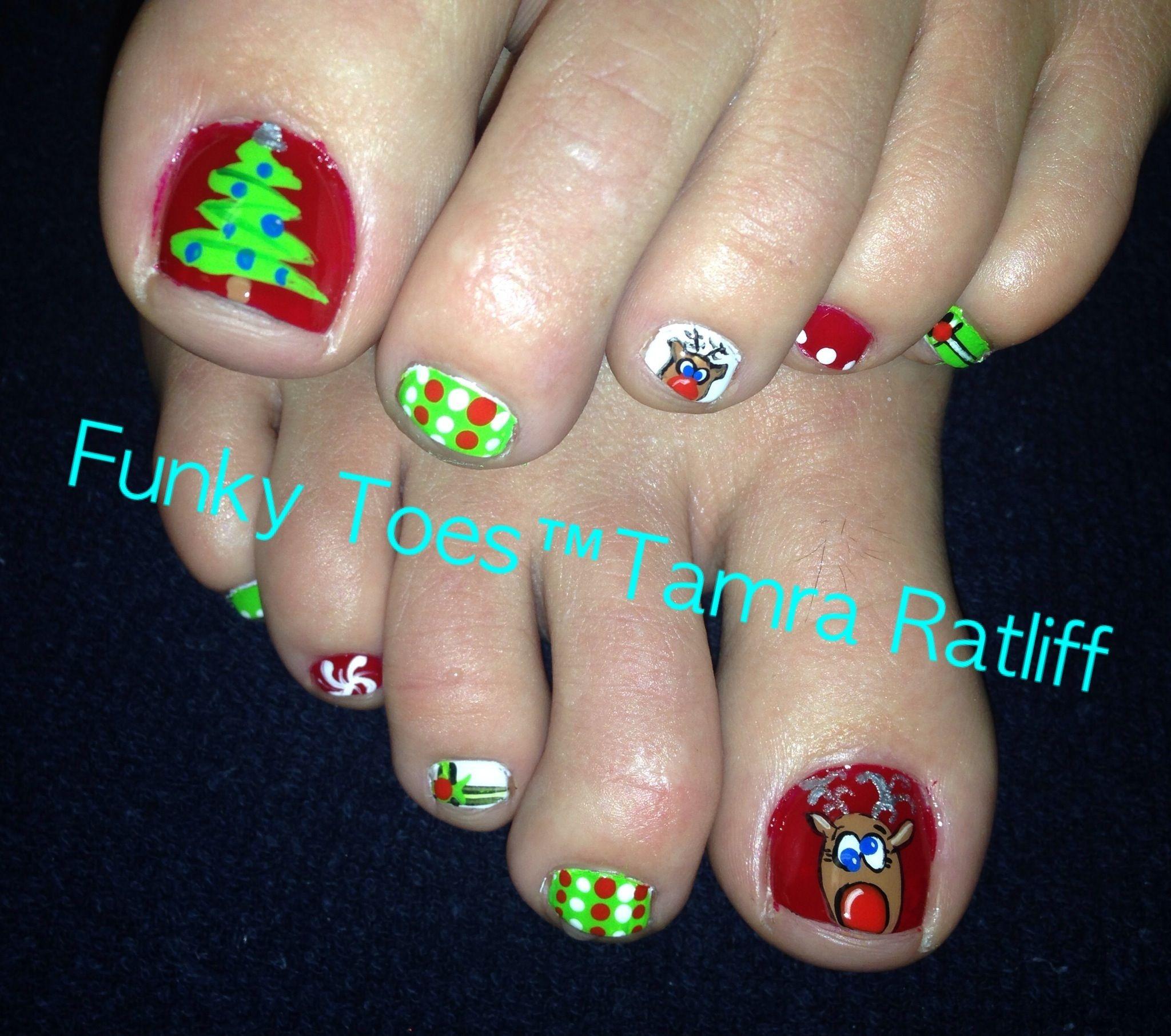 cute christmas toe nail designs