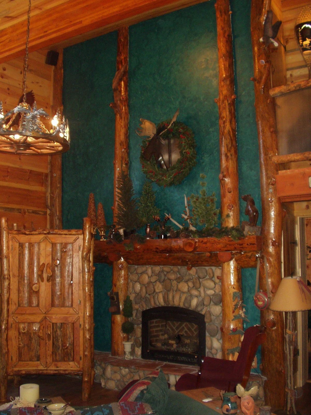 Log cabin fireplace fireplace of rustic cabin cottage for Log cabin fireplaces pictures