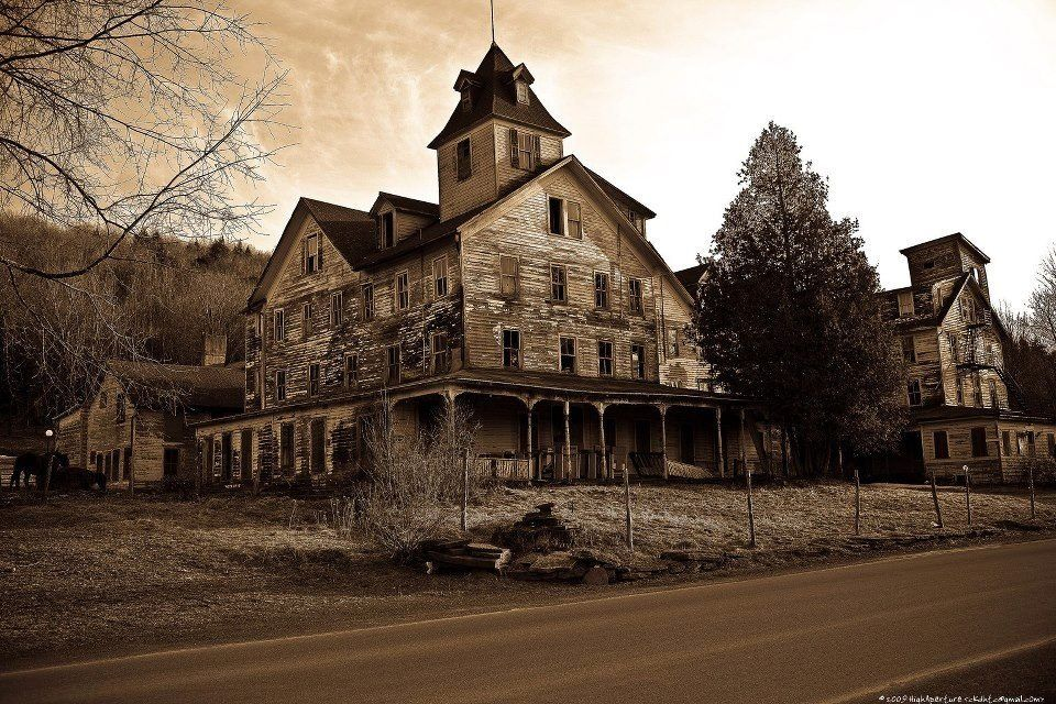 Abandoned house in new york old houses pinterest for Modern house upstate ny