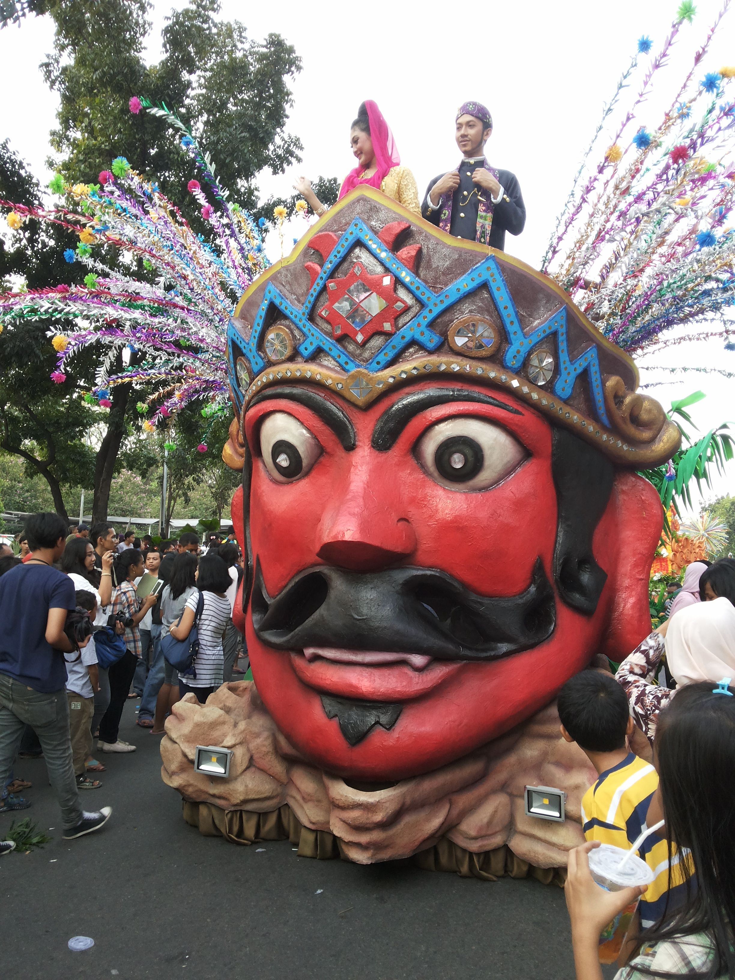 culture of indonesia Indonesian society & culture diversity indonesia is a hugely diverse nation it is made up of over 17,500 islands (6,000 of which are inhabited) which are home to over 300 ethnic groups each province has its own language, ethnic make-up, religions and history.