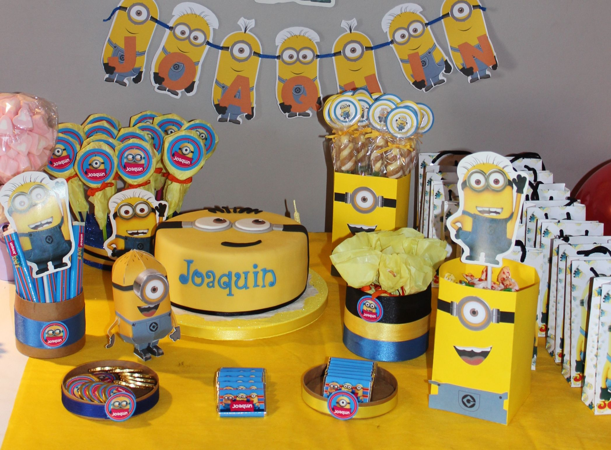 Minions candy bar by violeta glace despicable me for Glace decoration