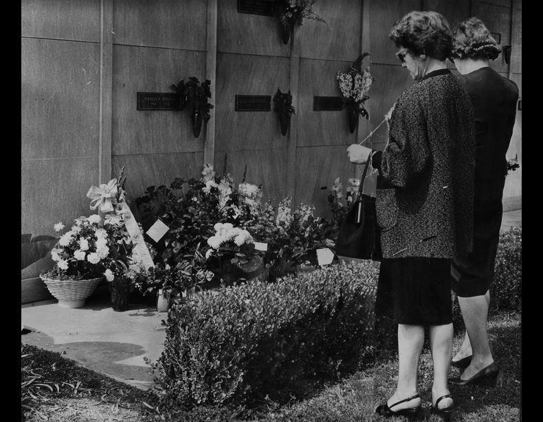 marilyn monroe memorial day images