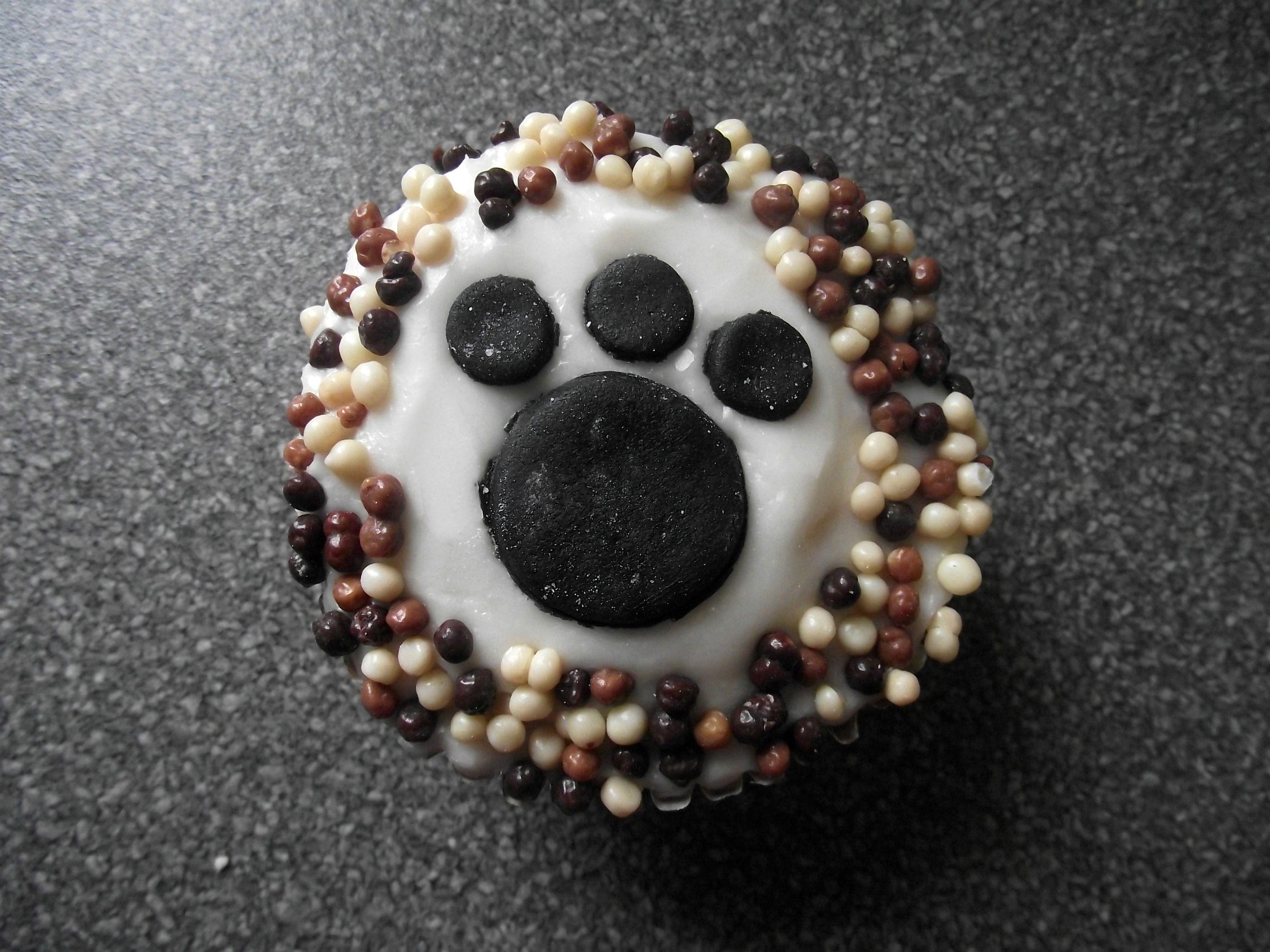 paw print cupcake