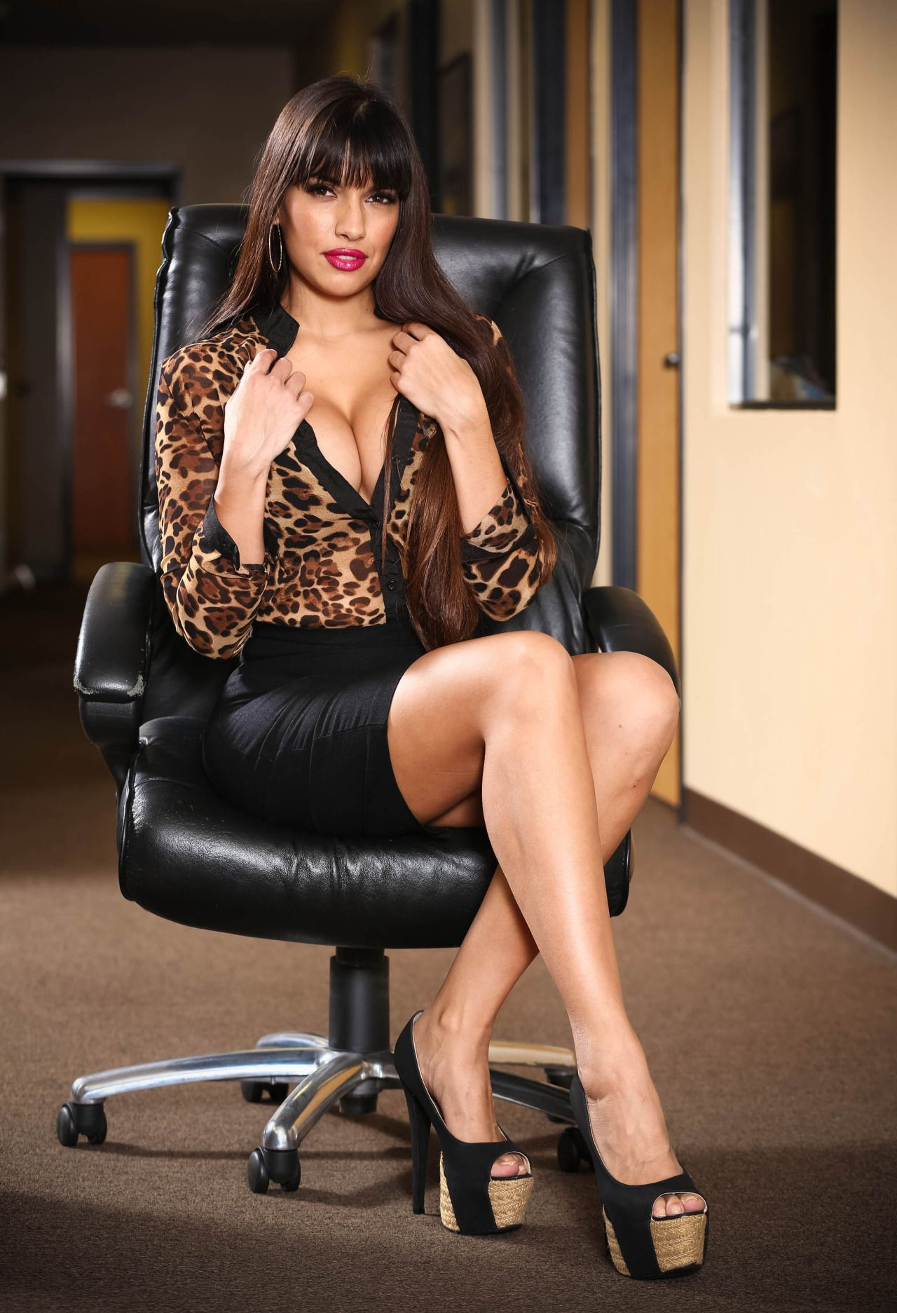 Latina solo model Mercedes Carrera strips down to high heels only on patio № 676921 загрузить