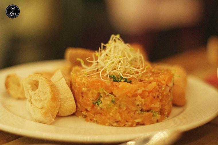 Tartar de salmón y brecol - restaurante Saporem, Huertas, Madrid