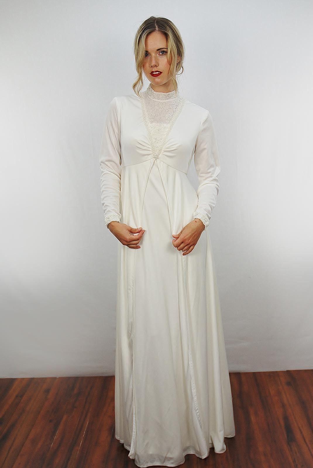 Old fashioned lace wedding dress 36
