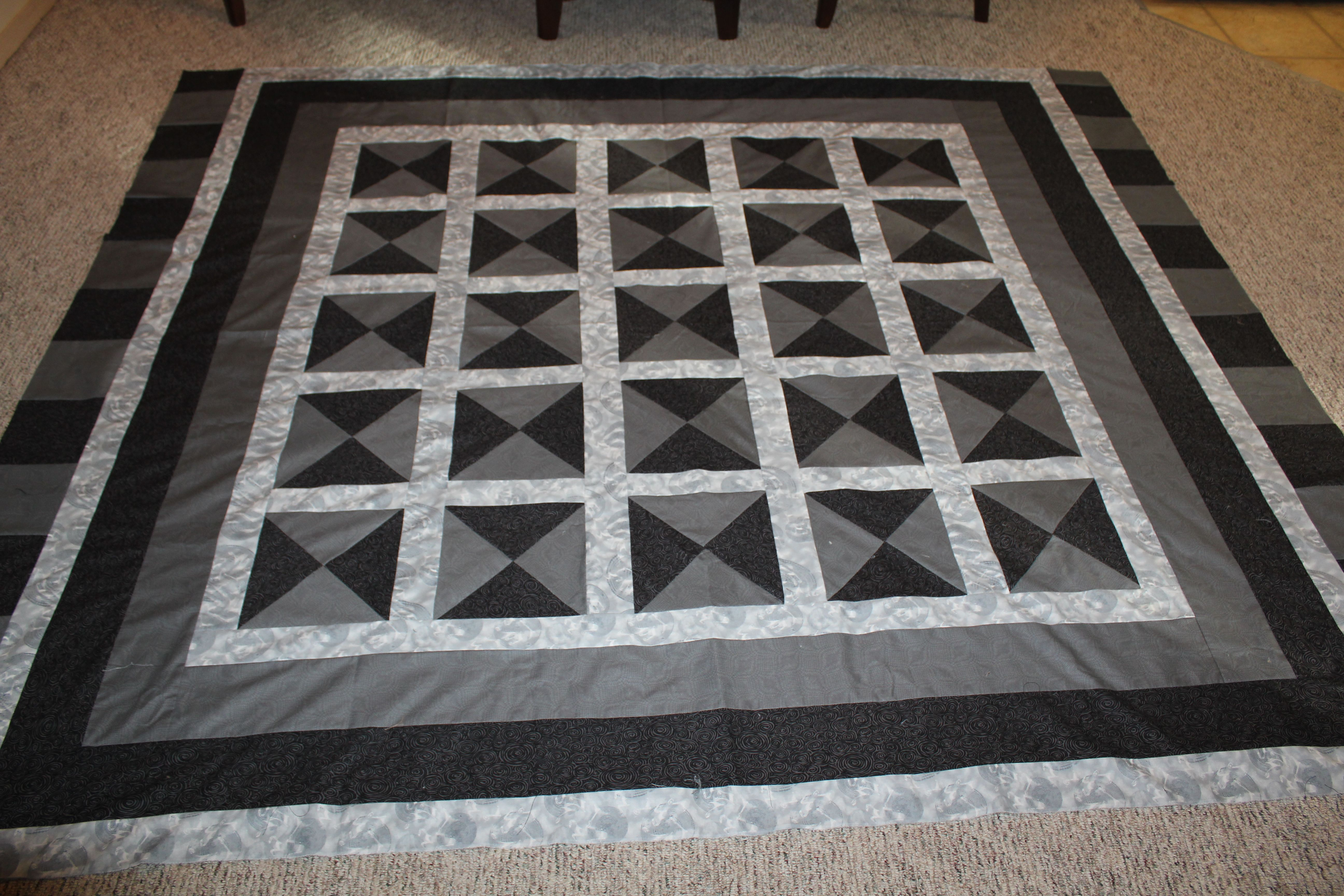 Black and grey quilts and quilt patterns pinterest for Black white and gray quilt patterns