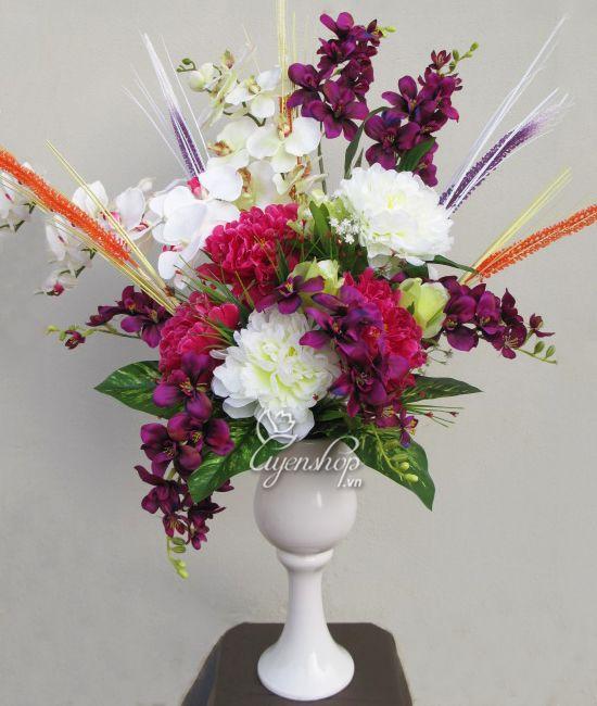 Bình hoa: Khai Hạ Gặp May. Bình gồm hoa Mẫu Đơn, Lan Hồ Điệp, Đỗ Quyên, cỏ mimoza...  Bình cao k 1m, rộng k 80cm.