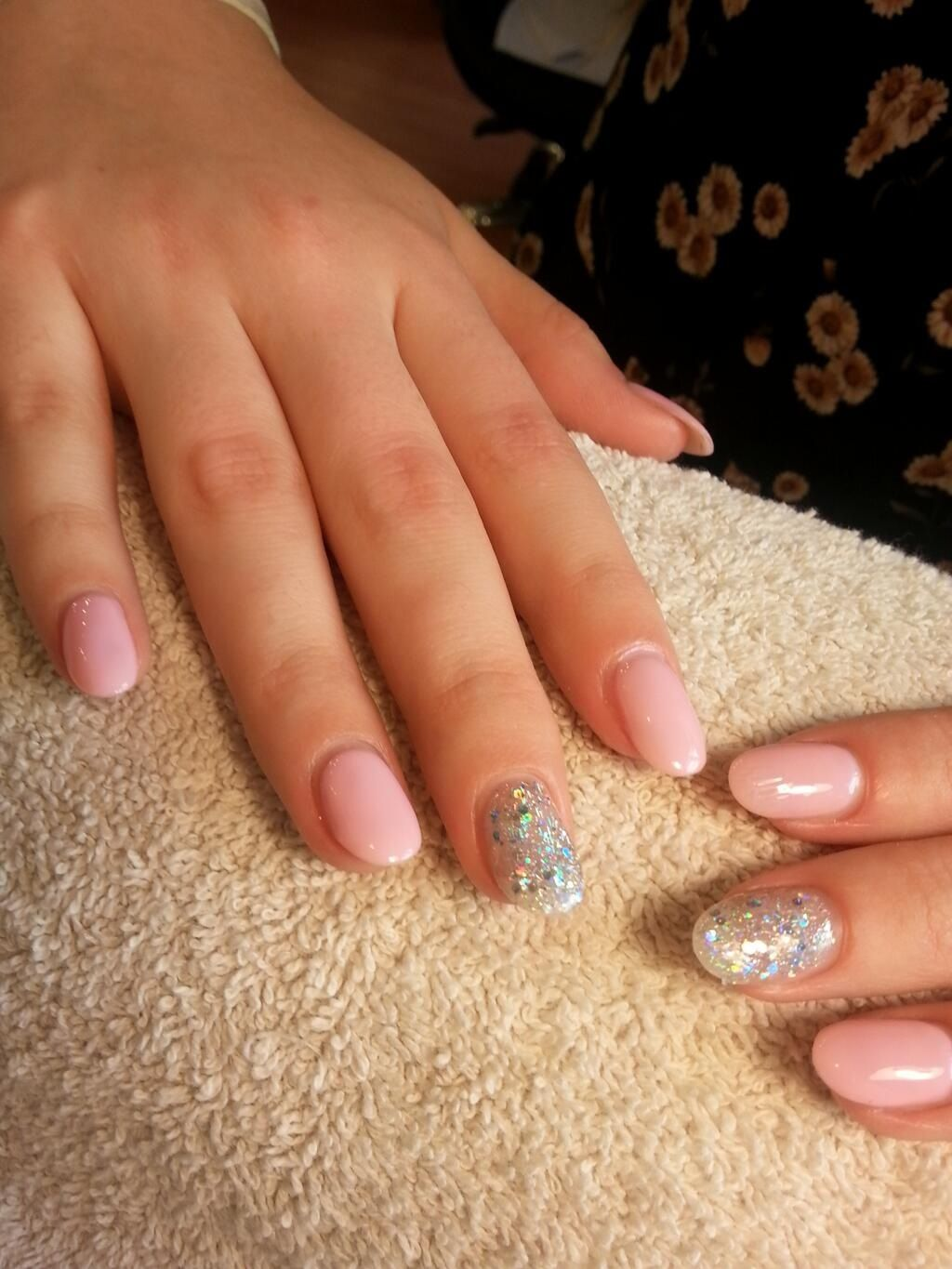 pink with accent | I love doing my nails | Pinterest