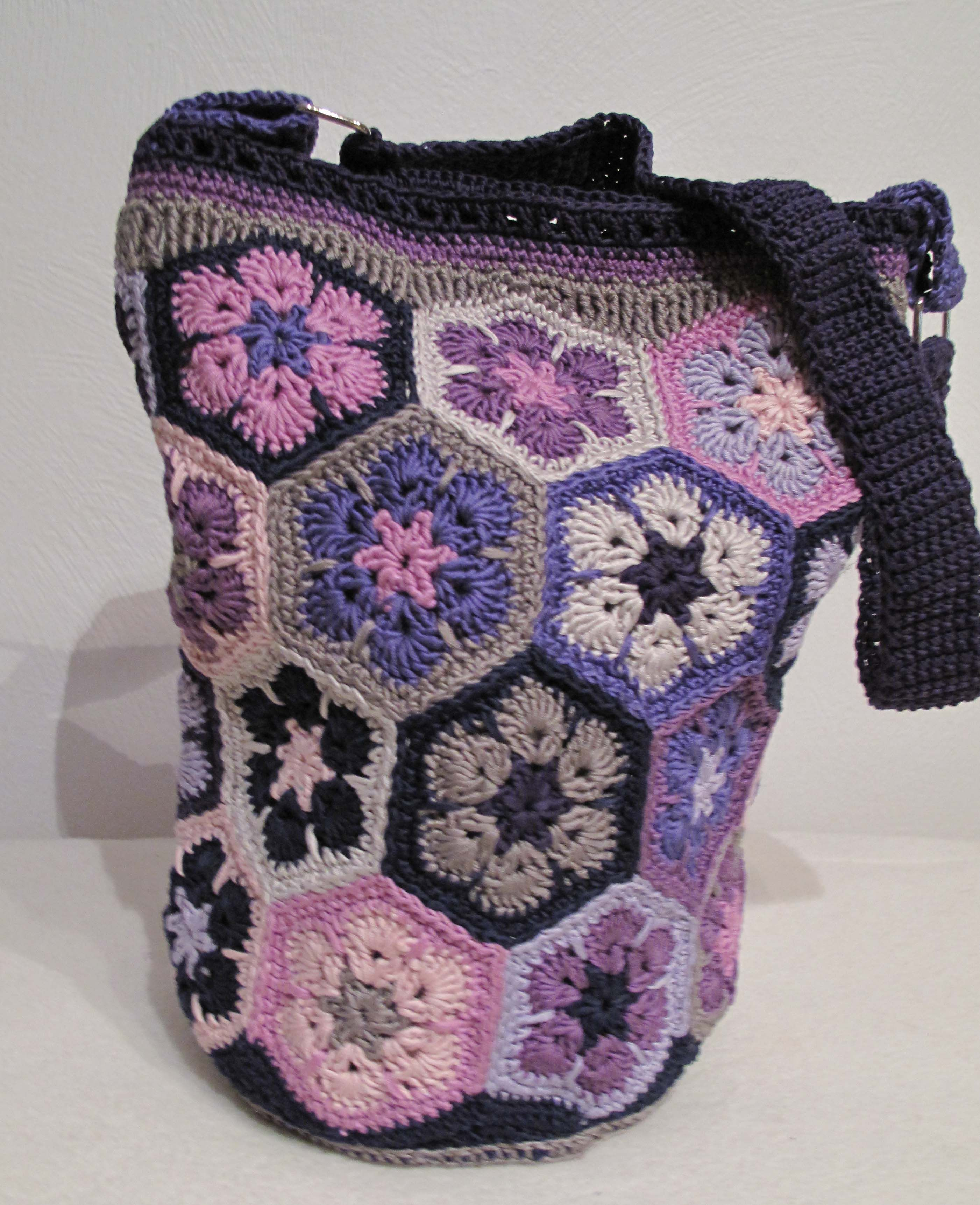 Crochet Flower Bag Pattern : Crochet bag. African flower pattern crochet patterns Pinterest