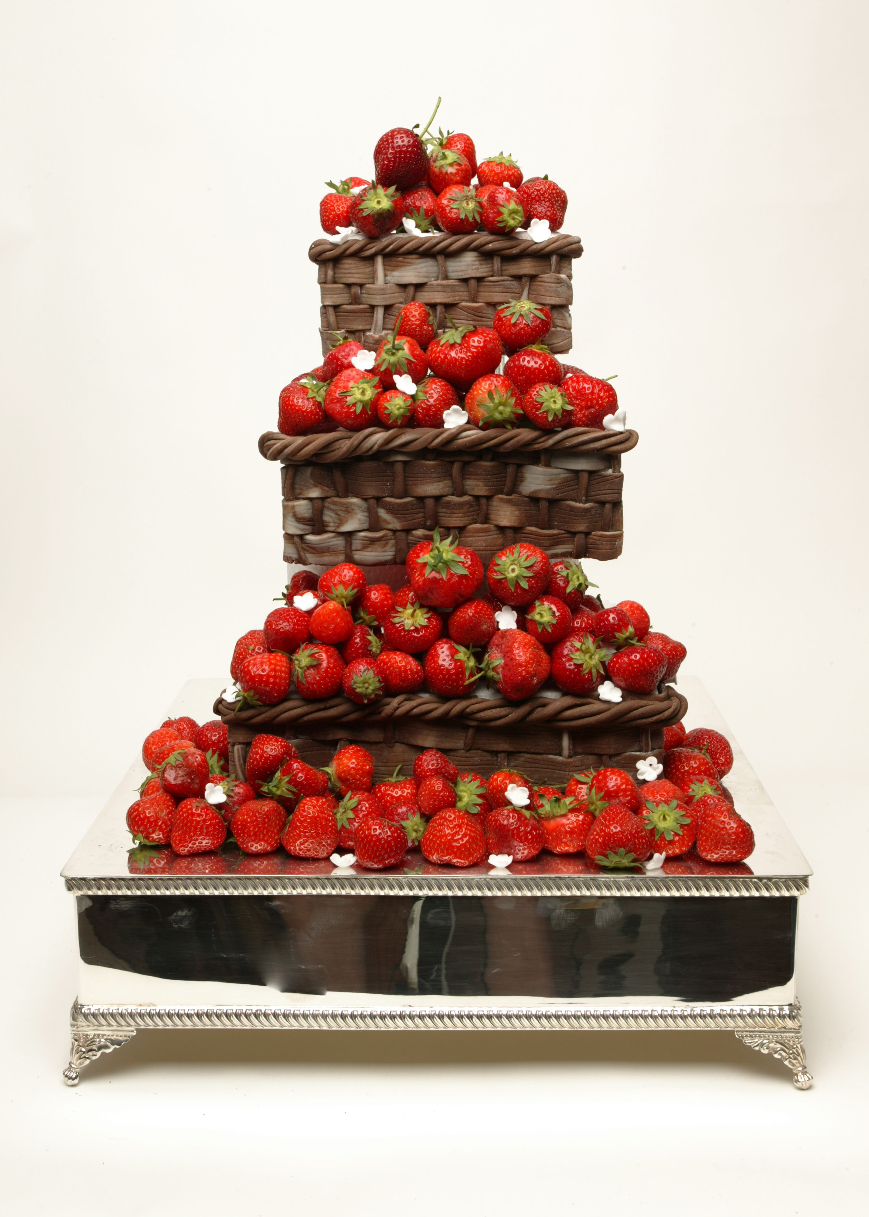 Strawberry Basket Cake by Tartufi Cakes | Photo Shoot Ideas | Pintere ...