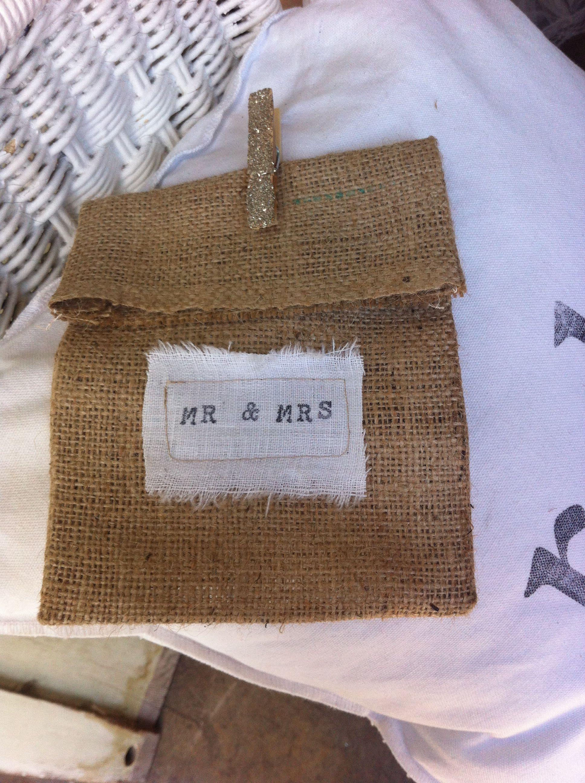Wedding / Favor burlap bag & clothespin Sourvenir ideas Pinterest