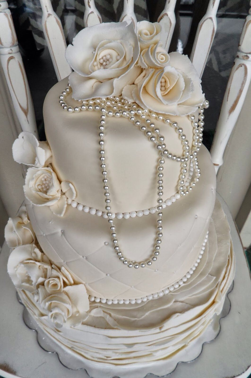 Vintage Wedding Cake with pearls | my inspirational ...