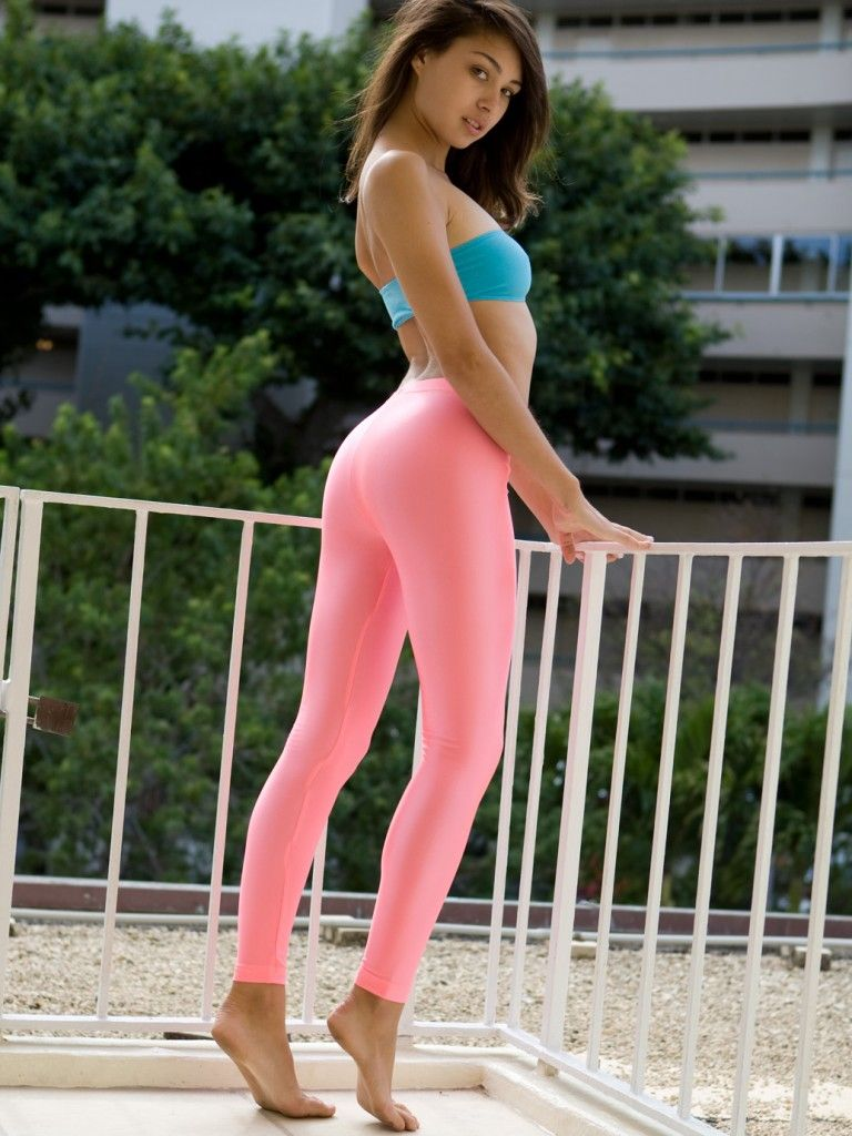 Cute chick Dani Daniels sheds spandex clothing to fuck in pink leg warmers № 632222 загрузить
