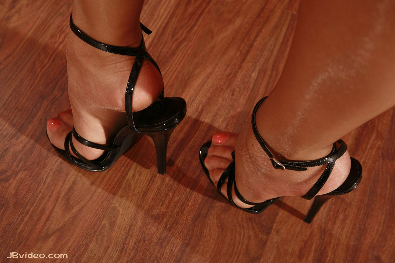 Pantyhose and toes fast with