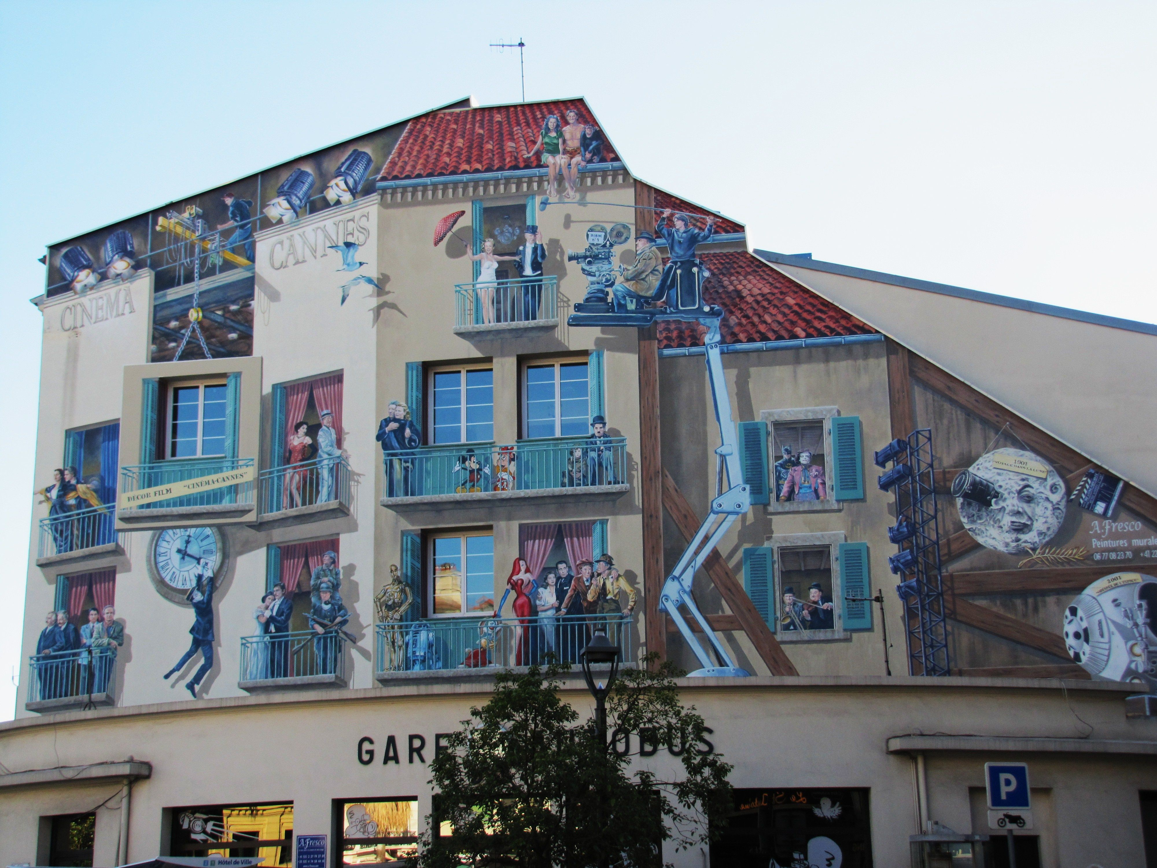 Cool mural on building in cannes france travel pictures for Construction mural