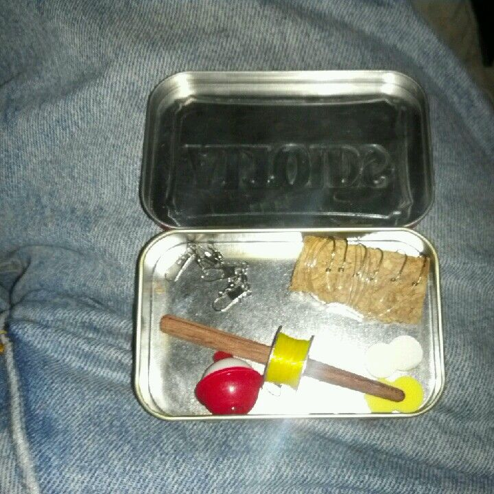 My pocket survival fishing kit survival pinterest for Survival fishing kit