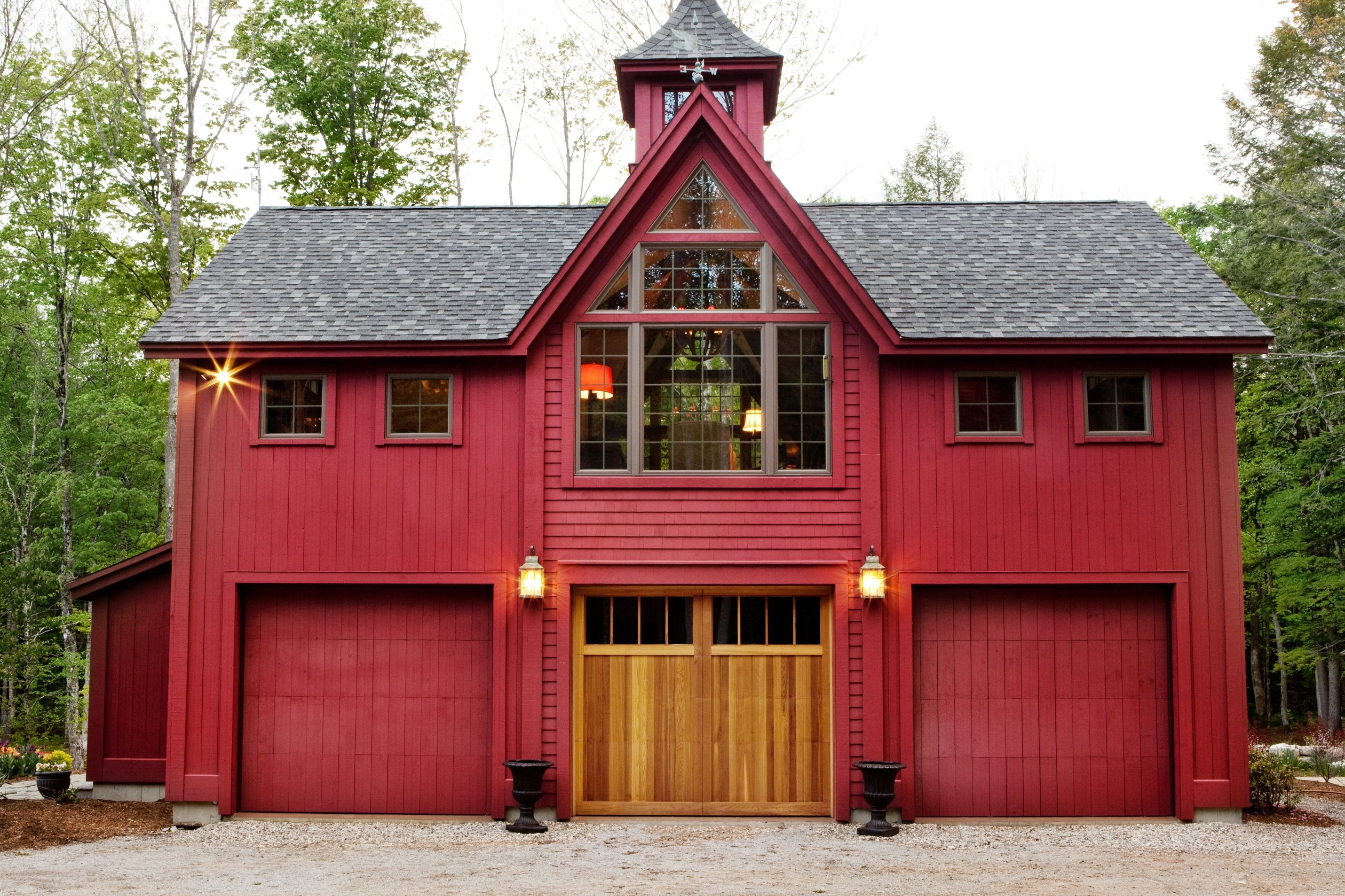 Carriage house by yankee barn homes home timber frame for Carriage house homes