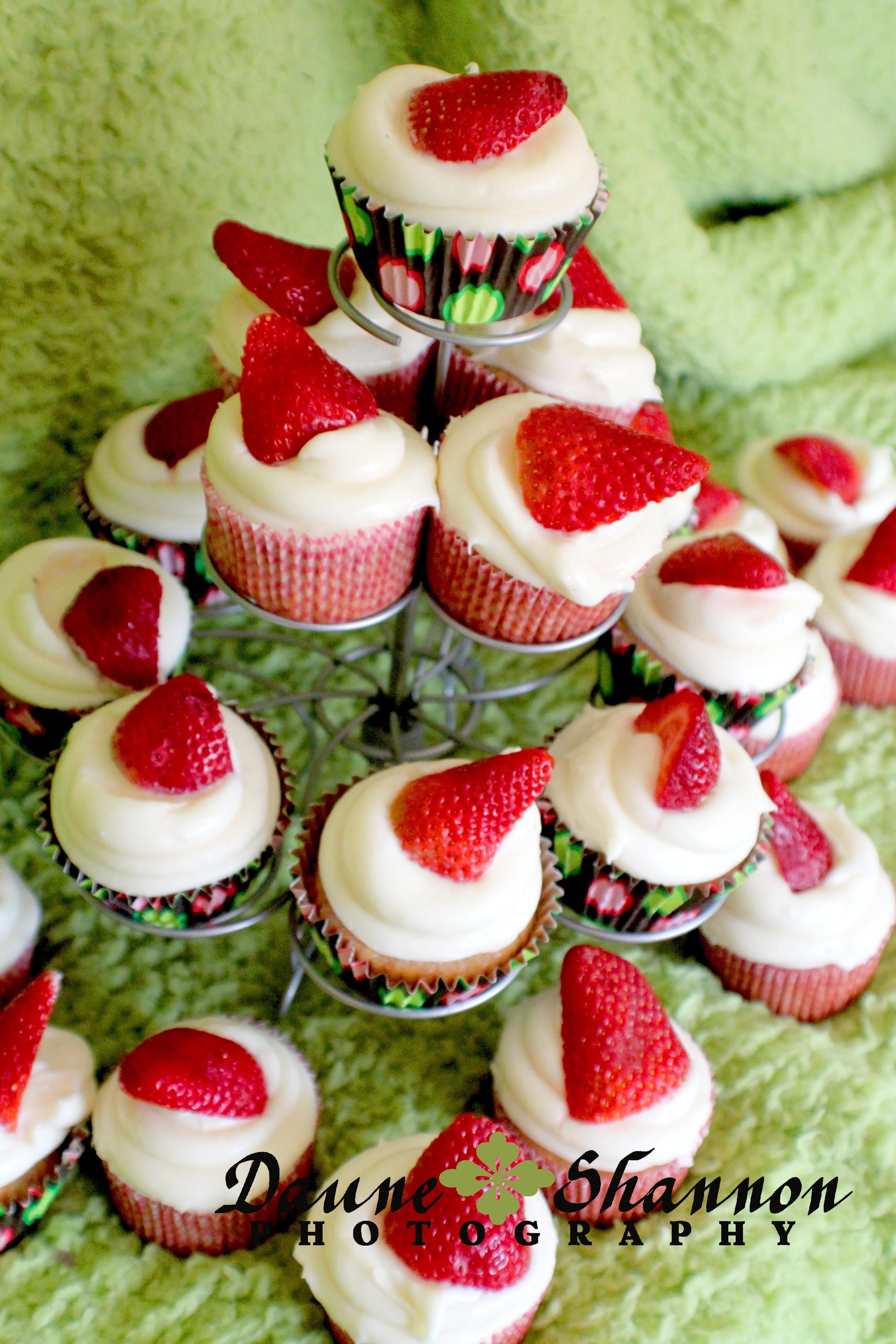 Strawberry Banana Cupcakes | Cupcake generation | Pinterest