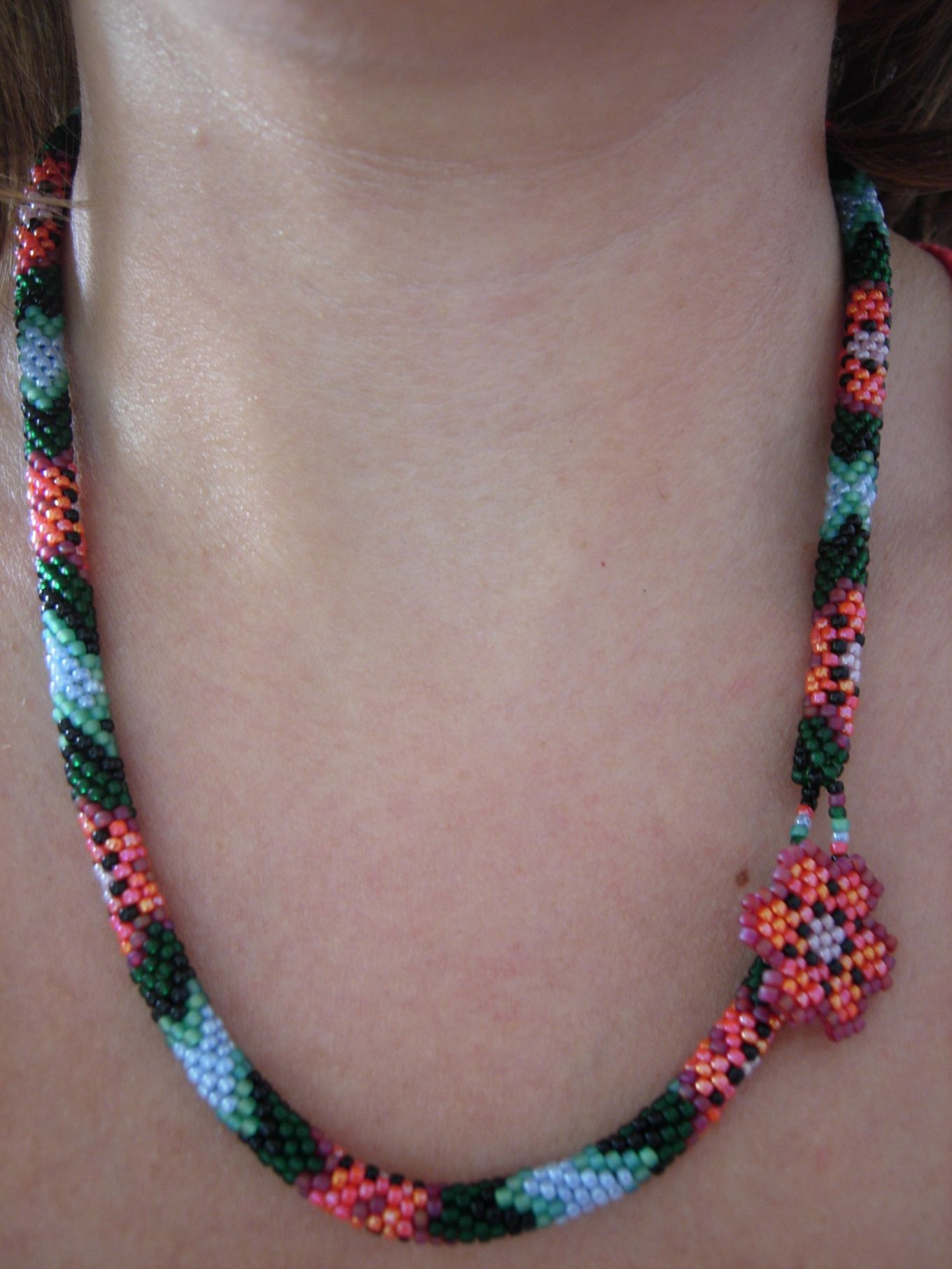 Posición 1 del collar Flores y Hojas