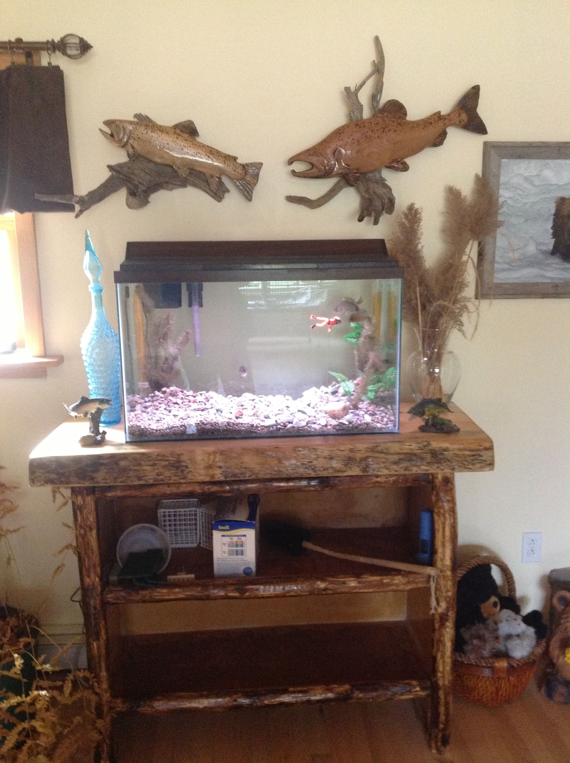 Rustic fish tank stand rustic reclaimed pallet wood fish for Pallet aquarium stand