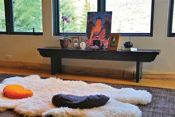 Yoga meditation room design ideas meditation altar for Yoga room design ideas
