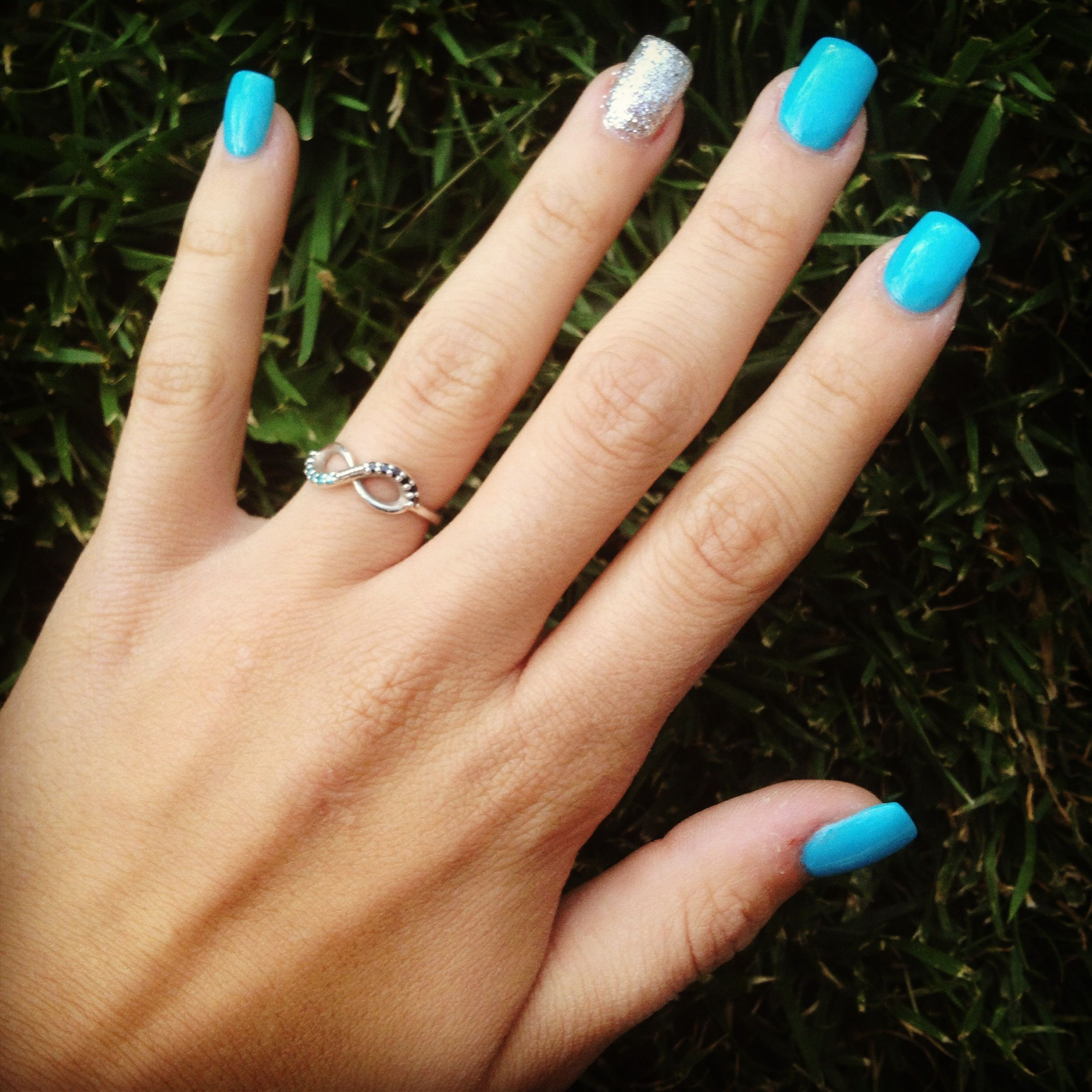 Blue and silver sparkly prom nails | Prom | Pinterest