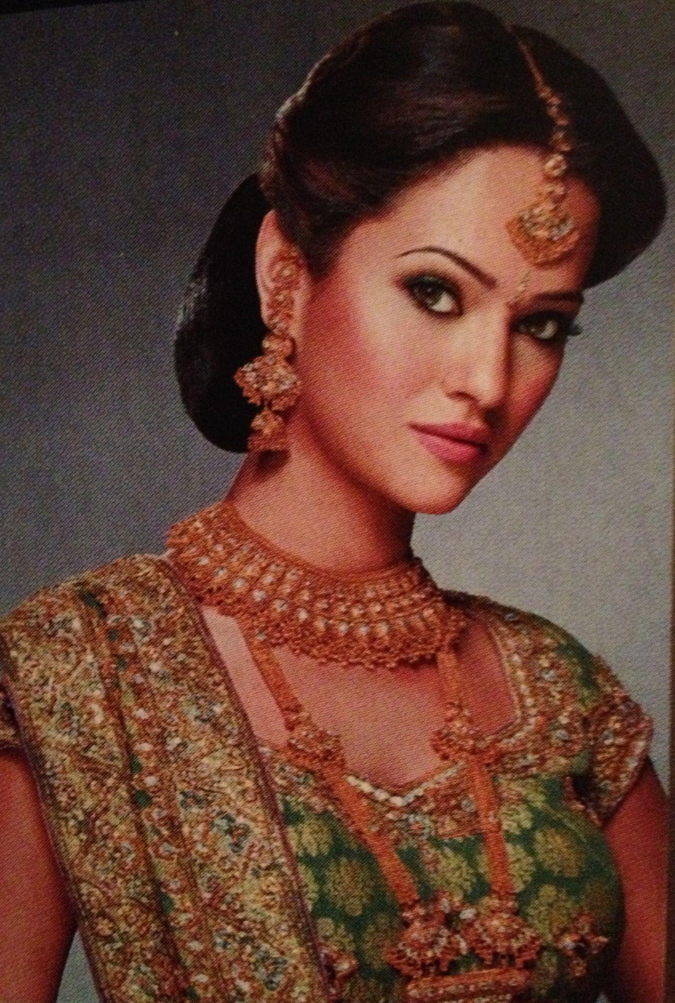Traditional Bridal Makeup : Traditional Indian bridal makeup Wedding hair Pinterest