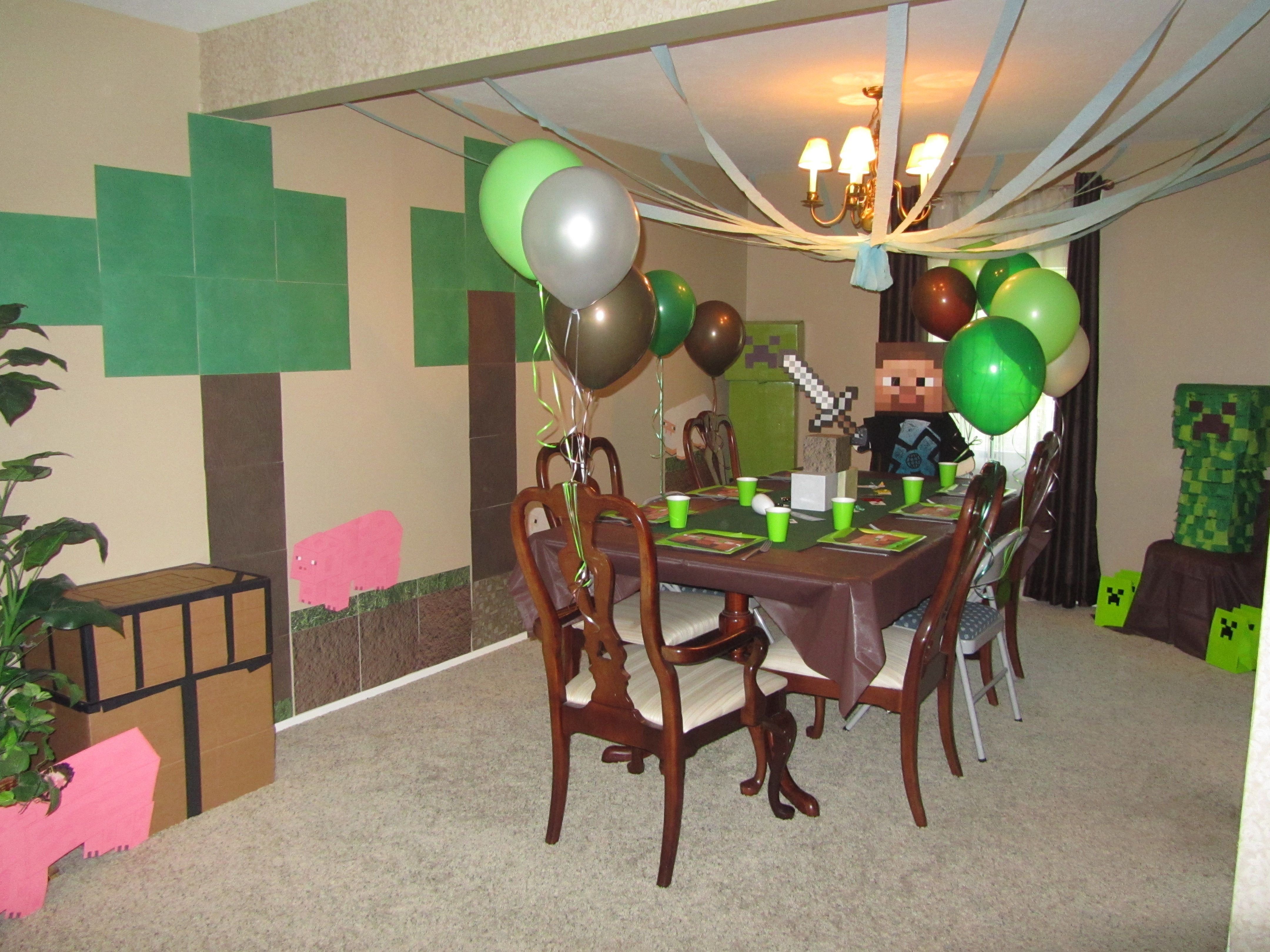 party decorations with Minecraft theme | Minecraft Party Ideas ...