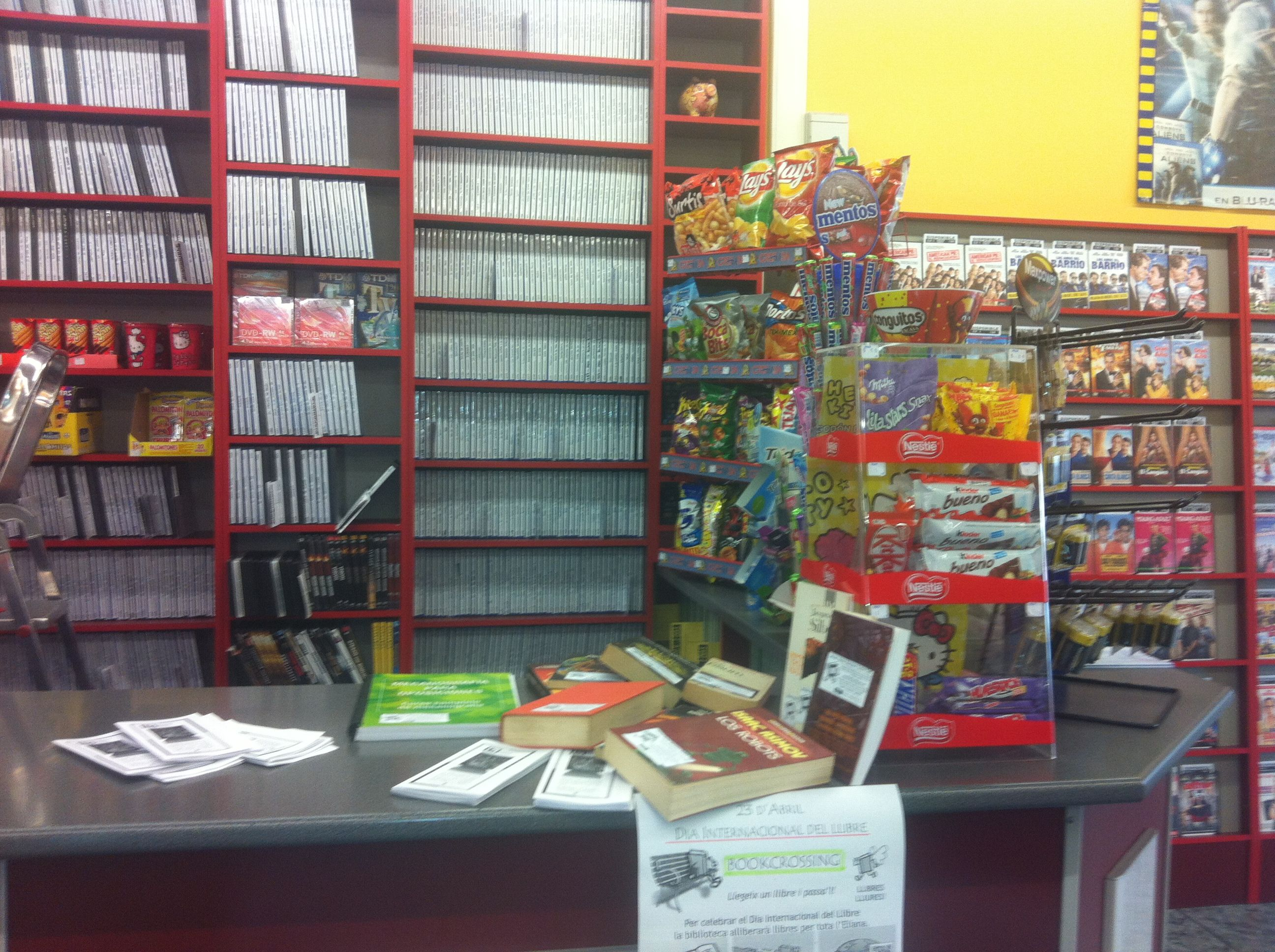 Al videoclub rados bookcrossing pinterest - Biblioteca l eliana ...