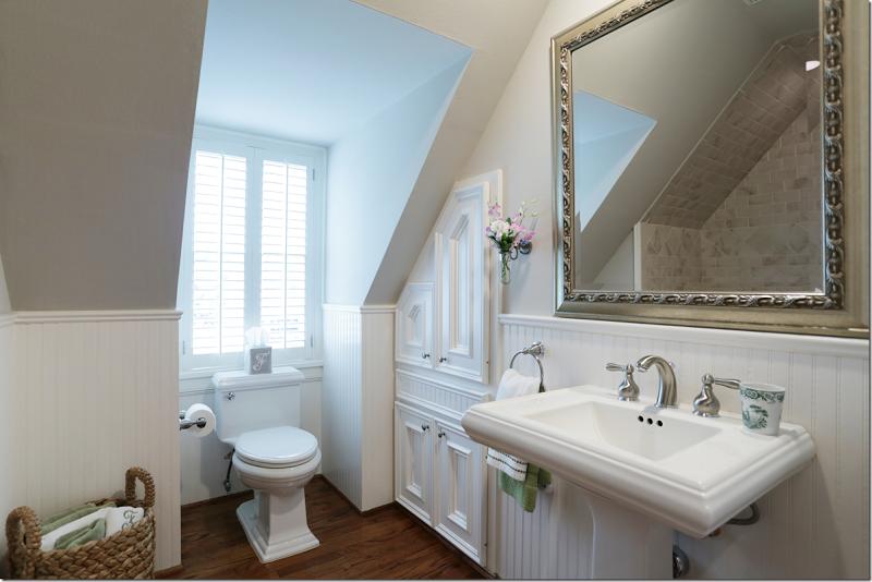 Lovely small bathroom with beadboard bathroom ideas for Beadboard bathroom ideas