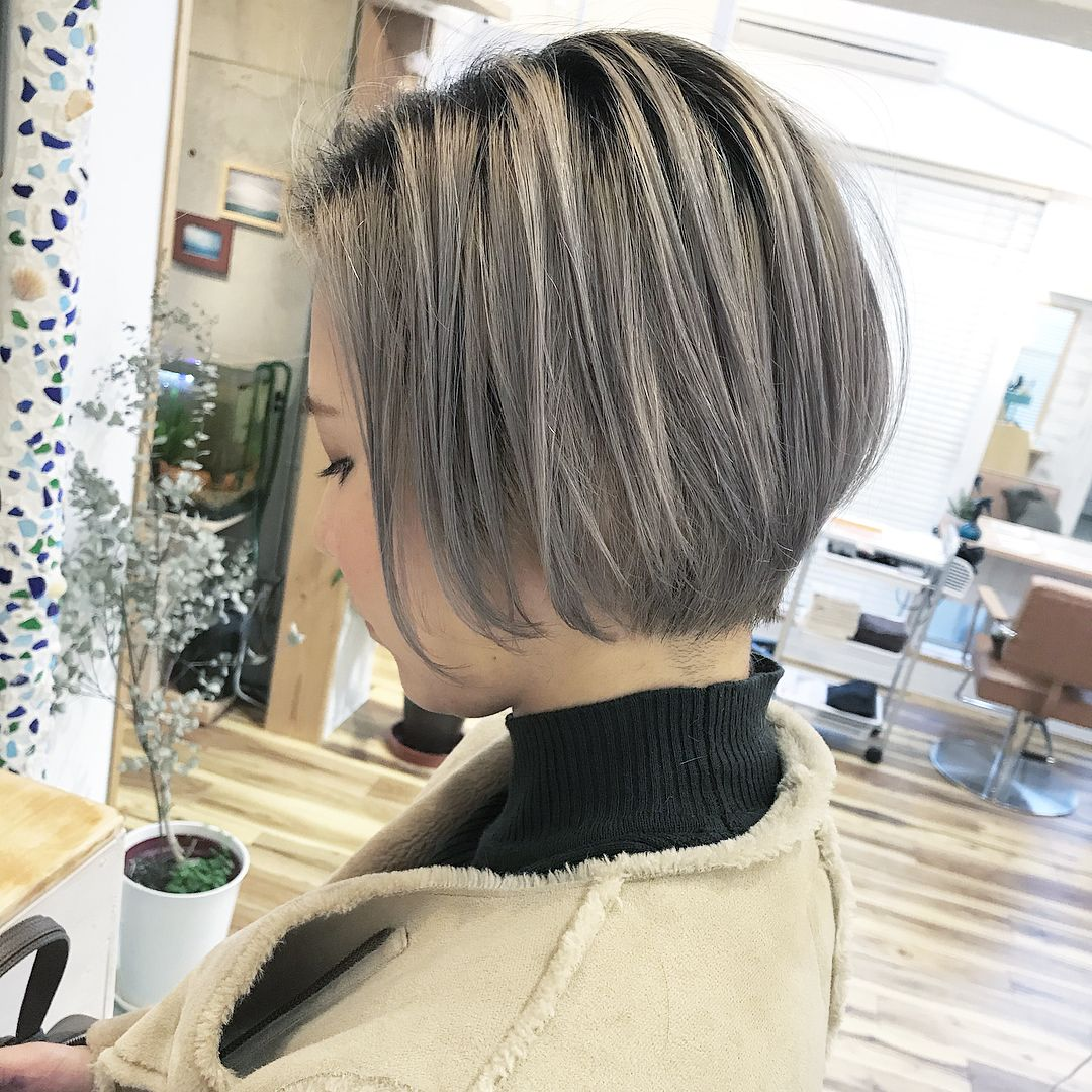 髪色 ミルクティーベージュ ショート