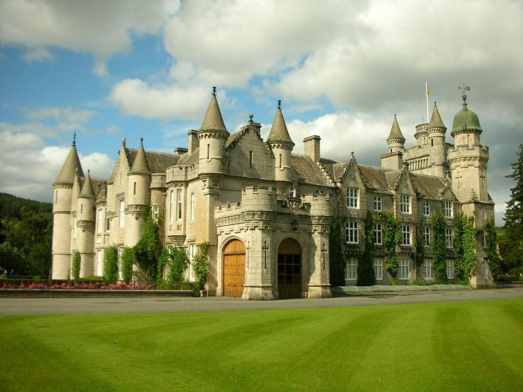Balmoral Castle Scotland Aye Scotland The Tartan Army Pinter
