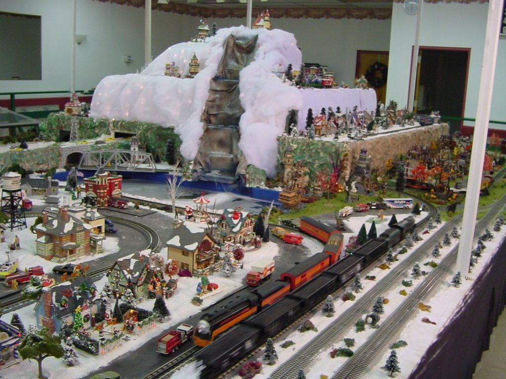 Christmas toy train display i love toy and model trains pinterest