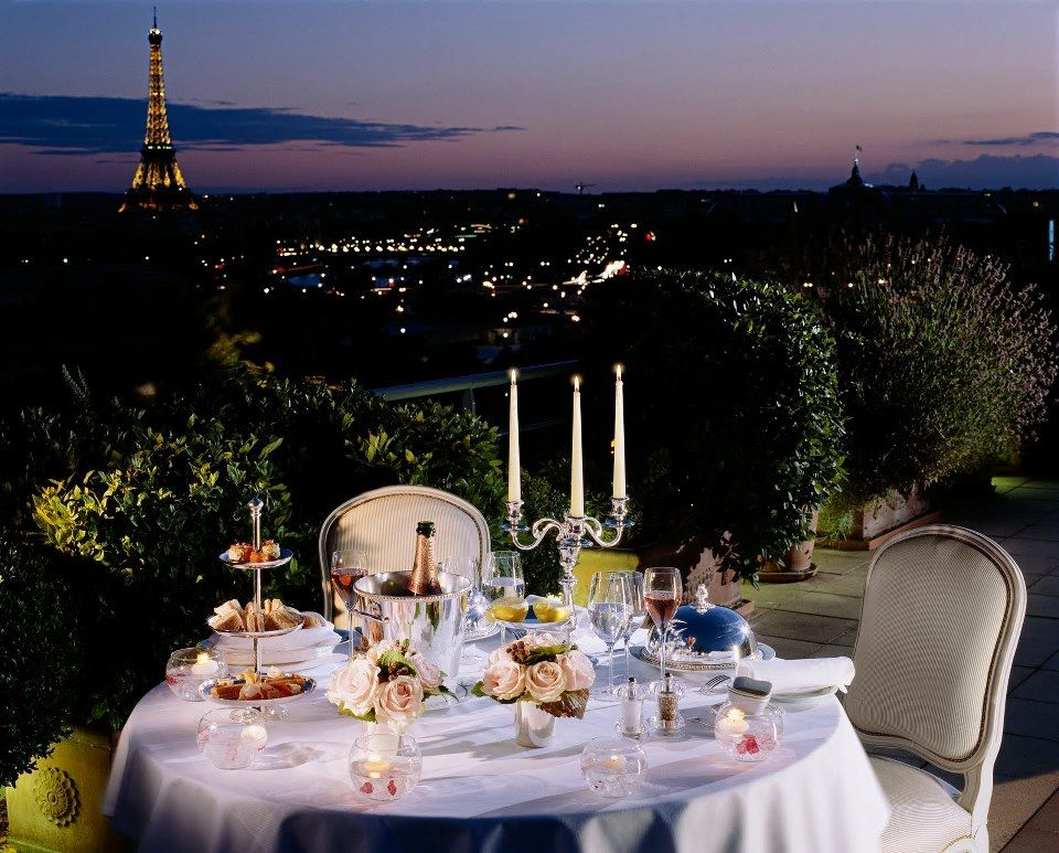 Romantic dinner in paris living dining w a city view for Romantic dinner