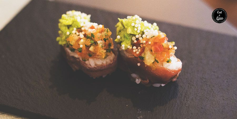 Niguiri de anchoa de Santoña con aguacate y pico de gallo - Restaurante Bacira Madrid