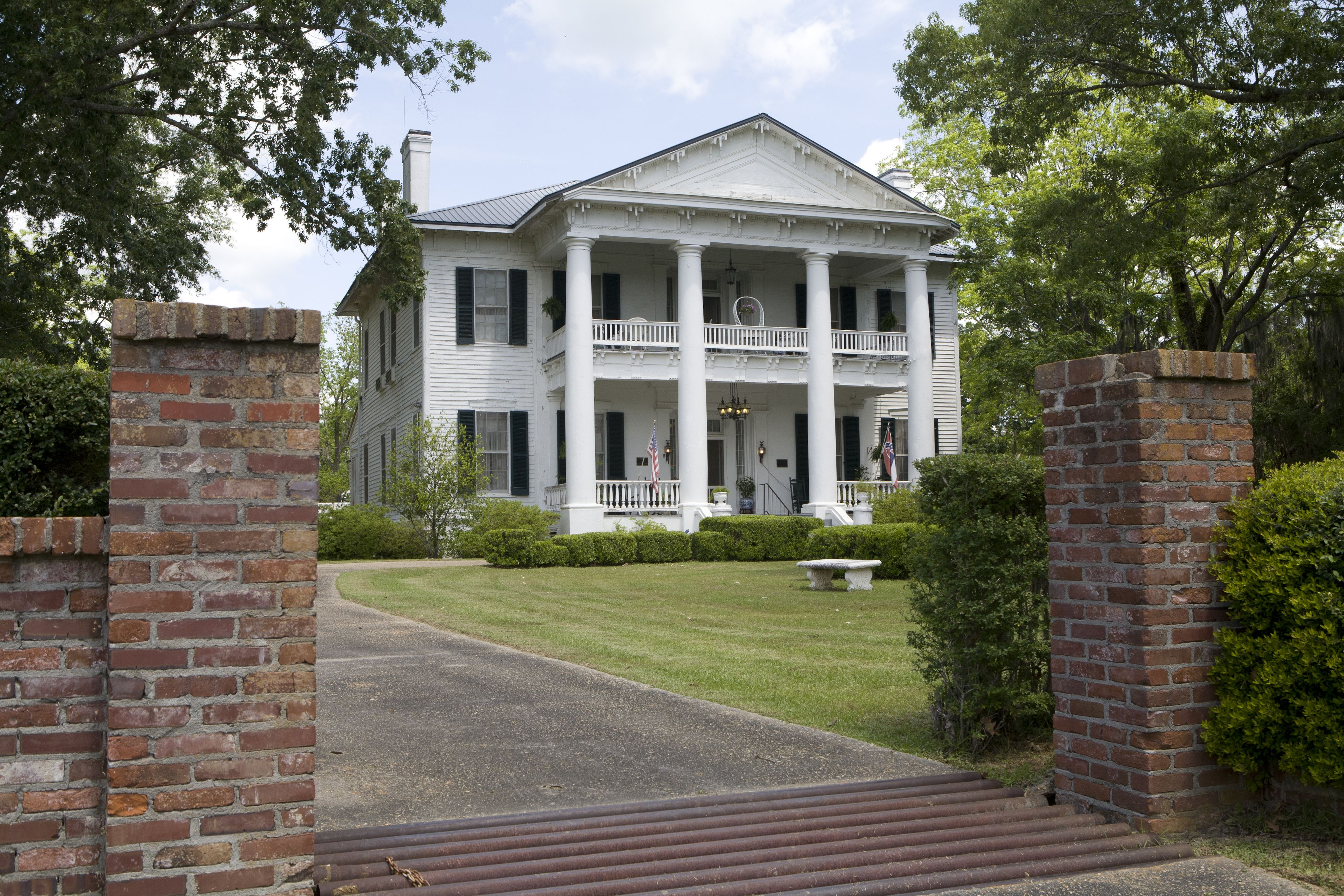 Rosswood plantation in lorman is a historic 1857 cotton Antebellum plantations for sale