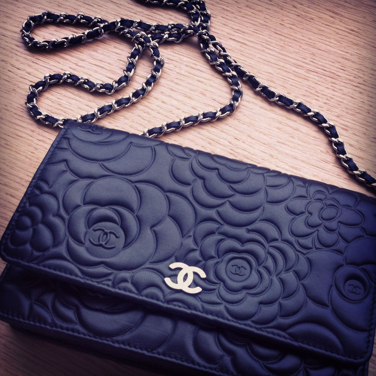 chanel camillia wallet on chain coco chanel �� pinterest