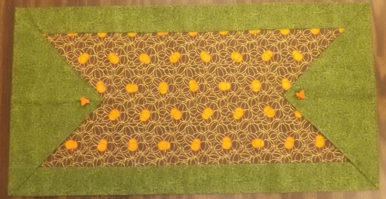Betsy 39 s 10 minute table runner talei 39 s sewing class for 10 minute table runner pattern