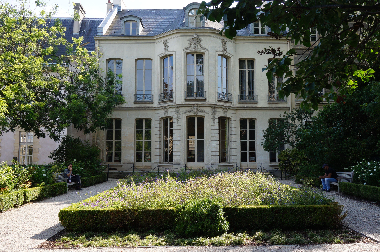 Paris bucolique 2 le jardin des archives nationales for Jardin 41 rue du temple